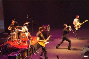 U2 (174)