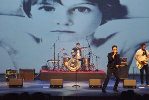 U2 (23)